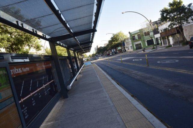 postal del paro. La ausencia de transporte de pasajeros se evidenció en el Metrobus de avenida Alberdi.