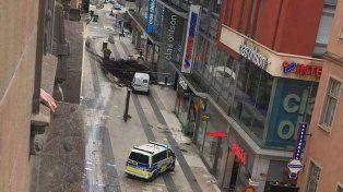 El video del instante en que choca el camión contra un shopping en Estocolmo