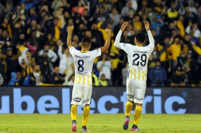 Esta dupla se las trae. Carrizo y Teo Gutiérrez sintonizan cada vez mejor. Anoche lo demostraron.