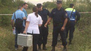 Efectivos policiales y forenses en el lugar del hallazgo del cadáver de Micaela.