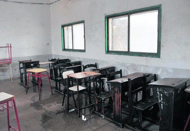 Ayuda. Los chicos utilizan pupitres donados por un colegio privado.