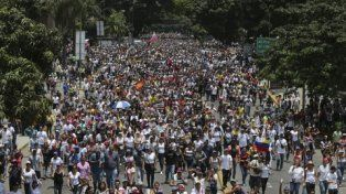 en masa. La manifestación de ayer antes de que empezara la represión.