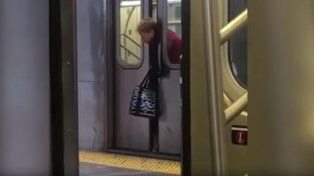 La mujer estuvo unos minutos atrapada entre las puertas de uno de los vagones.