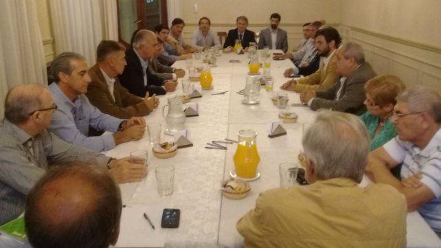 Los referentes de la Federación Gremial junto a los funcionarios nacionales.