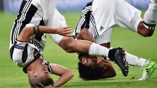Pirueta de celebración. Dybala y Cuadrado festejan con un giro tras el segundo gol de Juventus.