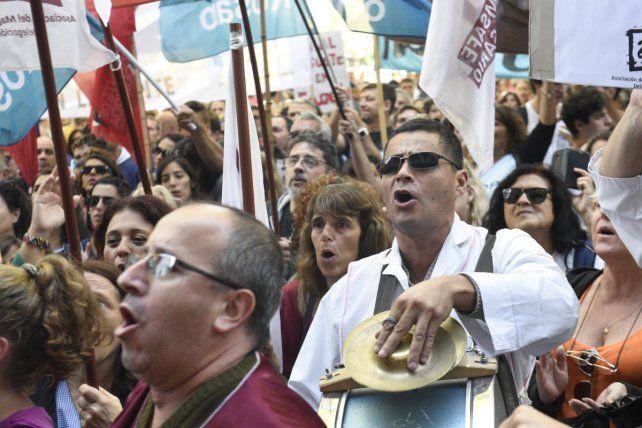Los docentes rosarinos salieron a repudiar la represión en Buenos Aires.