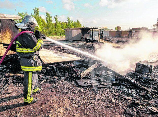 Todo Destruido. Se necesitaron 59 bomberos para apagar las llamas.