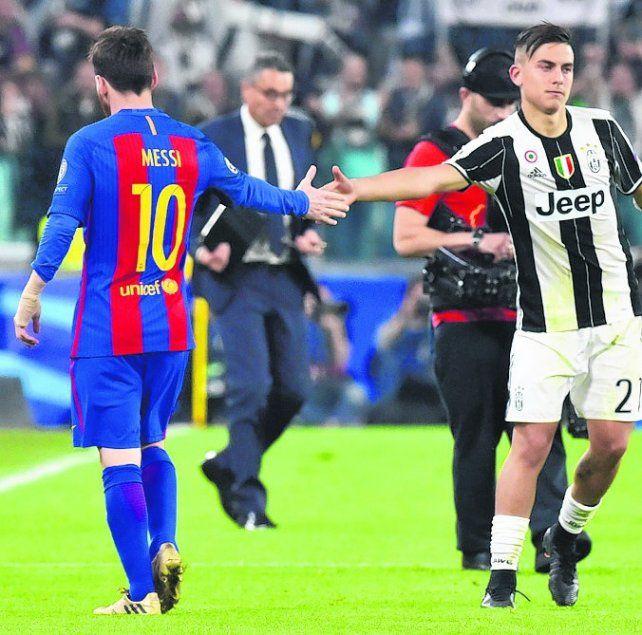 Bien. Leo saluda a Paulo. La joya cordobesa ganó 3 a 0 y encima hizo dos golazos.