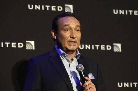 United Airlines pide perdón por bajar a la fuerza a un pasajero