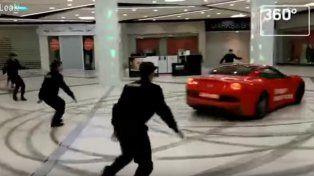 Un político ruso irrumpió con su Ferrari en un centro comercial