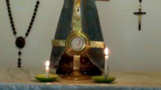 La ostia colocada en el Santísimo comenzó a emanar un líquido de color rojo.