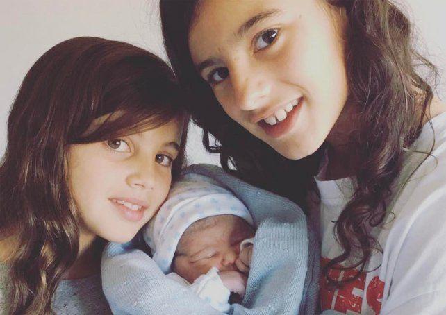 Javier Mascherano mostró en las redes con alegría el nacimiento de su primer hijo varón.