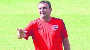 El conductor. Diego Osella diseñó los entrenamientos para que el equipo afronte en óptimas condiciones el partido matutino.