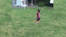 Nacho Scocco publicó un video de su hijo mostrando sus dotes futbolísticas.