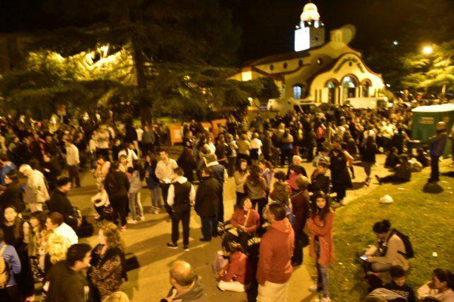 Una multitud se congregó en barrio Rucci.