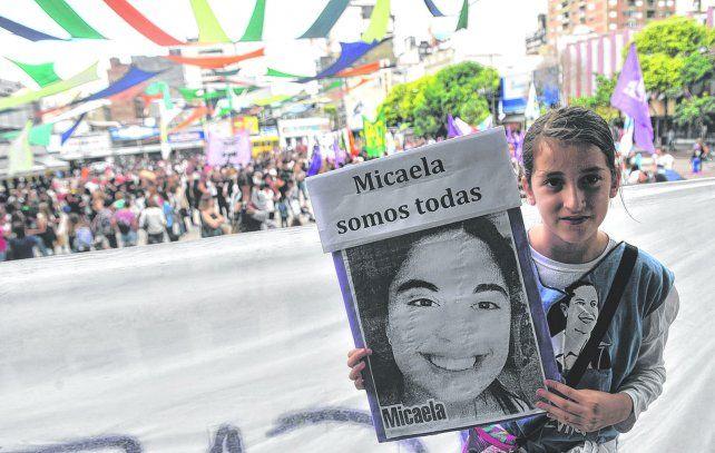 Marchas y movilizaciones protagonizadas particularmente por mujeres repudiaron el femicidio de Micaela García.