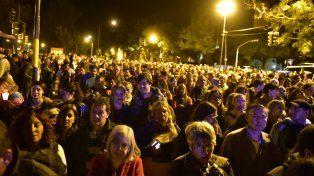 Una multitud se llegó hasta barrio Rucci para participar del vía crucis del padre Ignacio.