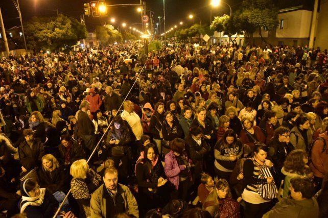 Más de 250 mil personas se movilizaron por el vía crucis del padre Ignacio.