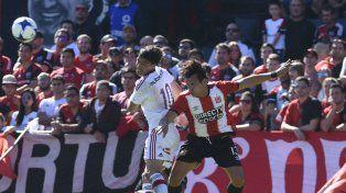 Por los aires. Formica pierde frente al anticipo de Aguirregaray. El creativo luchó más de lo que jugó.