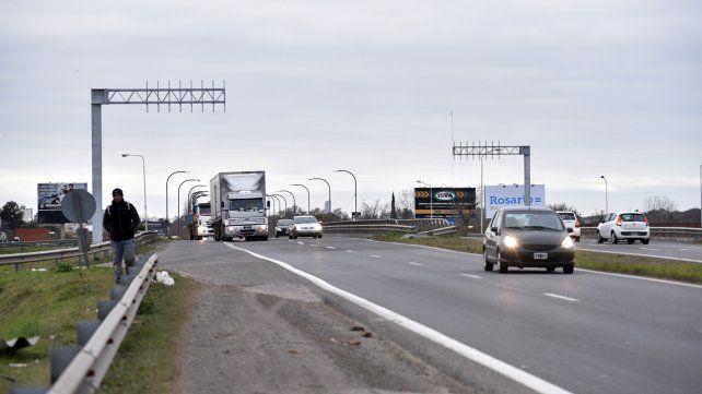 Una pareja fue asaltada tras reventar un neumático en la autopista a Córdoba