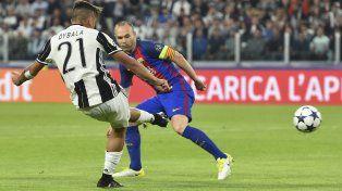 La Joya. Paulo Dybala marca uno de los dos golazos ante Barcelona.