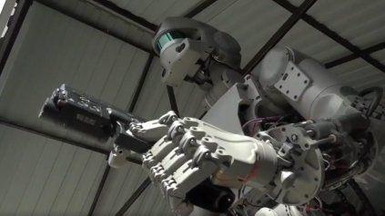 Rusia muestra como dispara su Terminator con inteligencia artificial