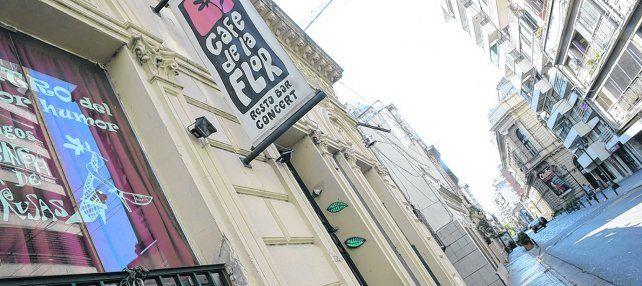 trágico. El bar de calle Mendoza al 600 donde el 12 de octubre falleció el bajista Adrián Rodríguez (30 años) tras recibir una descarga fatal.