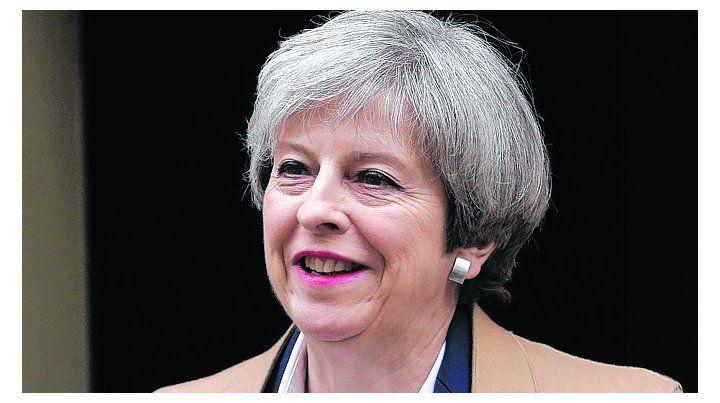 Giro inesperado. La premier Theresa May busca legitimarse ante el Brexit.