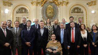 En la Rosada. Macri firmó un compromiso federal con 13 provincias.