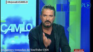 Ricardo Arjona abandonó el estudio de CNN enojado con el tenor de la entrevista que le estaban haciendo.