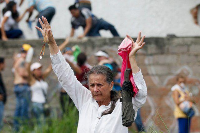 Caracas quedó partida en dos con las multitudinarias manifestaciones opositoras y el masivo acto de Maduro.