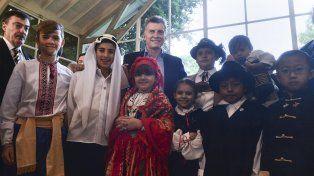 El presidente recibió en Olivos a más de cuarenta colectividades extranjeras.