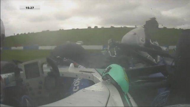 Un piloto de 17 años perdió las dos piernas tras un tremendo accidente durante una carrera
