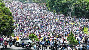 Marea humana. Cientos de miles de venezolanos se atrevieron a manifestar pese a la represión y el amedrentamiento desplegados por el chavismo.