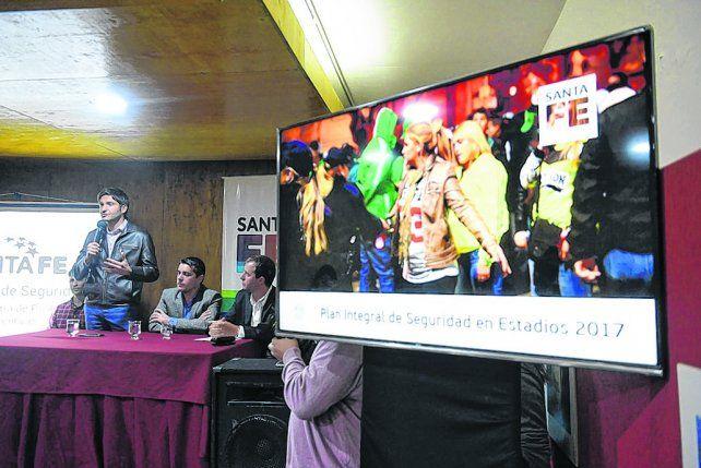La palabra del ministro. Maximiliano Pullaro explicó los alcances del nuevo plan de seguridad provincial en el fútbol.