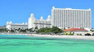 Gigante blanco. El Hotel Riu Palace Antillas, ubicado en Palm Beach, uno de los mejores lugares de Aruba.