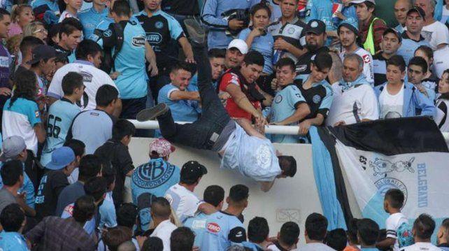 El hincha de Belgrano falleció luego de ser arrojado desde una de las tribunas del Kempes.