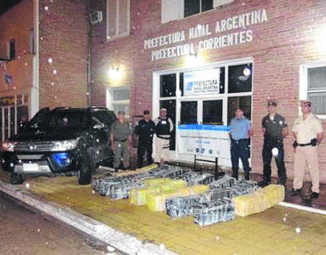 Prefectura halló 696 kilos de droga en la costa del Paraná en Corrientes