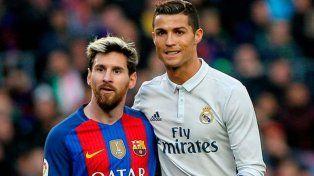 Furor en España por un mural de Messi y Cristiano Ronaldo besándose