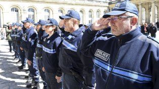 Francia intensifica su seguridad después del atentado contra la policía en París