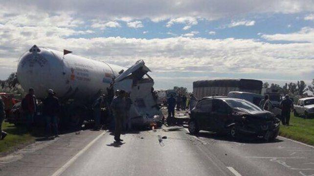 Impactante choque múltiple en la autopista Rosario-Santa Fe a la altura de Capitán Bermúdez