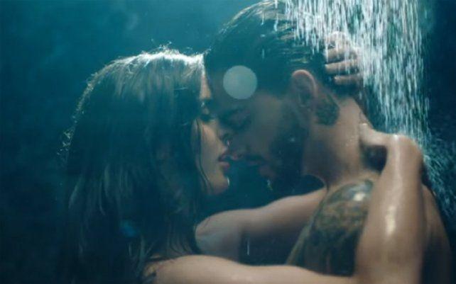 El nuevo videoclip de Maluma muestra escenas hot que incluyen desnudos.