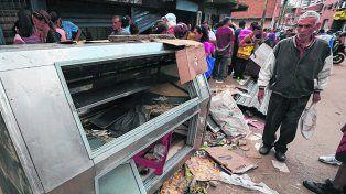 Batalla campal. Los enfrentamientos en la populosa barriada de El Valle dejaron varios negocios saqueados.