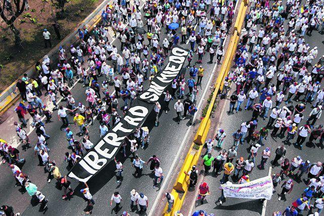 Tensión social. Los venezolanos se movilizaron en masa para reclamar cambios al gobierno de Maduro.