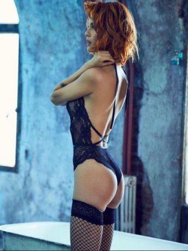 Liz Solari exhibe un look muy sexy en una producción fotográfica en lencería