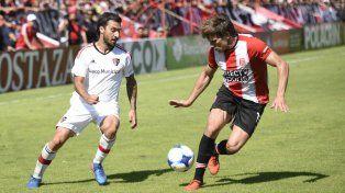 Newells enfrenta a Aldosivi y busca no perderle pisada a Boca, el único líder del campeonato