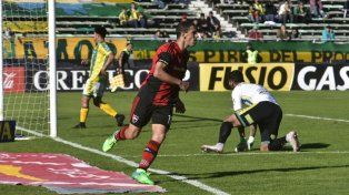 Maxi Rodríguez festeja su gol