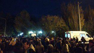 Entre el viernes a la noche y el sábado a la madrugada un grupo de manifestantes protestaron frente a la residencia de Alicia Kirchner.