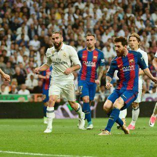 El crack rosarino aportó un doblete para la victoria agónica de Barcelona en el clásico español ante Real Madrid.
