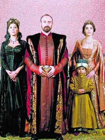 En La corte. Halit Ergenc, que antes encarnó a Onur en Las mil y una noches, encabeza el elenco de la propuesta ambientada en el siglo XVI.
